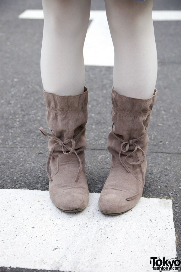 White tights & Suede Felissimo boots