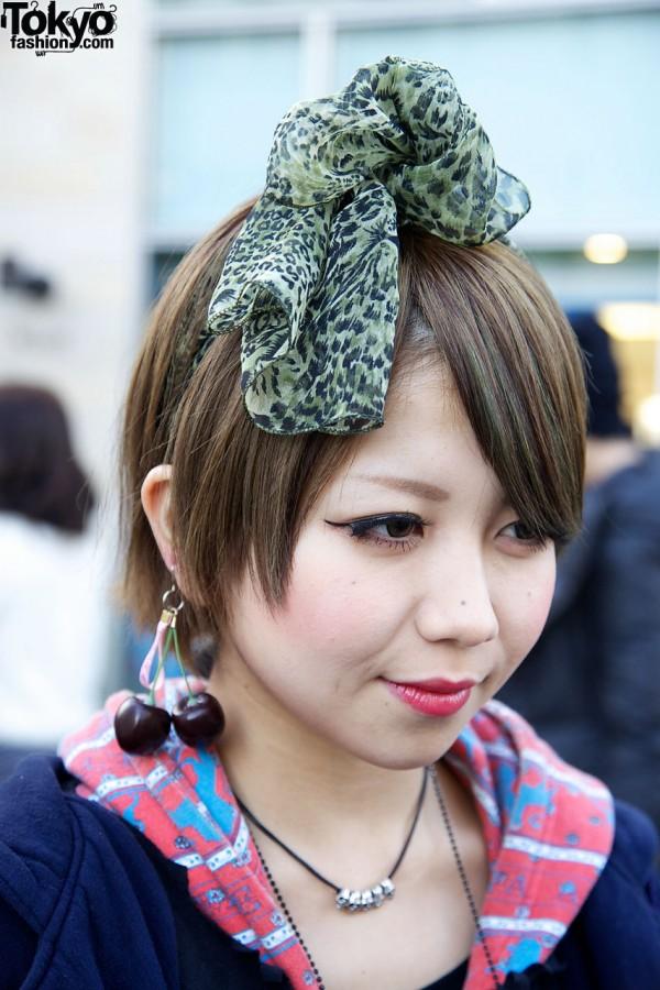 Print scarf & cherry earring
