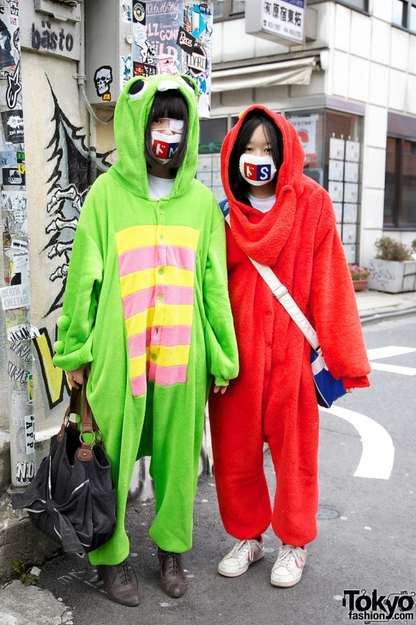 Golden Bomber Fans Gachapin Cosplay in Harajuku