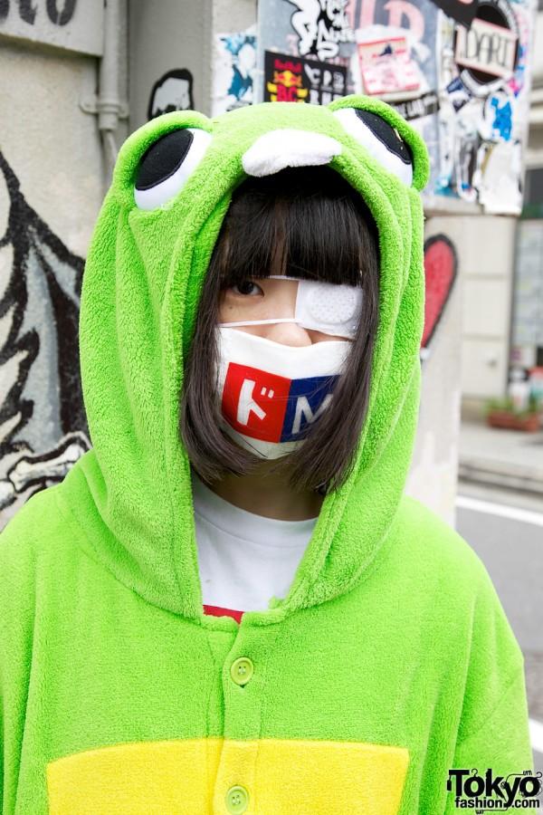 Gachapin Girl in Mask in Harajuku