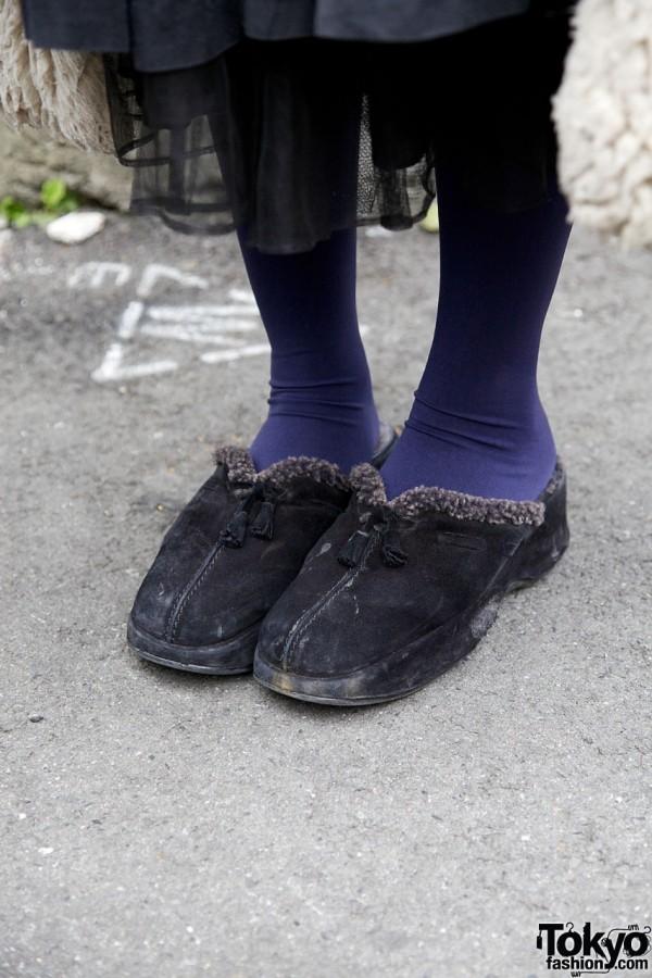 Suede clogs with fur trim