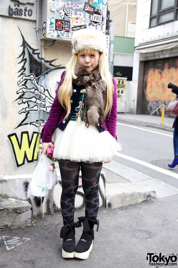 Fur hat & tutu skirt in Harajuku