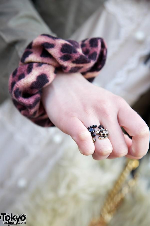 Leopard print scrunchie & cat ring