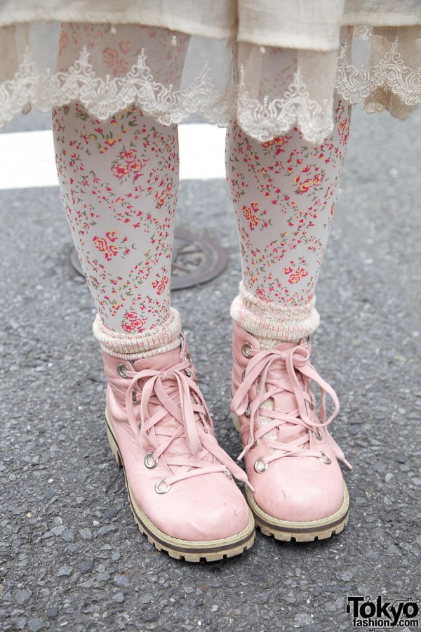 Patterned tights & pink work boots