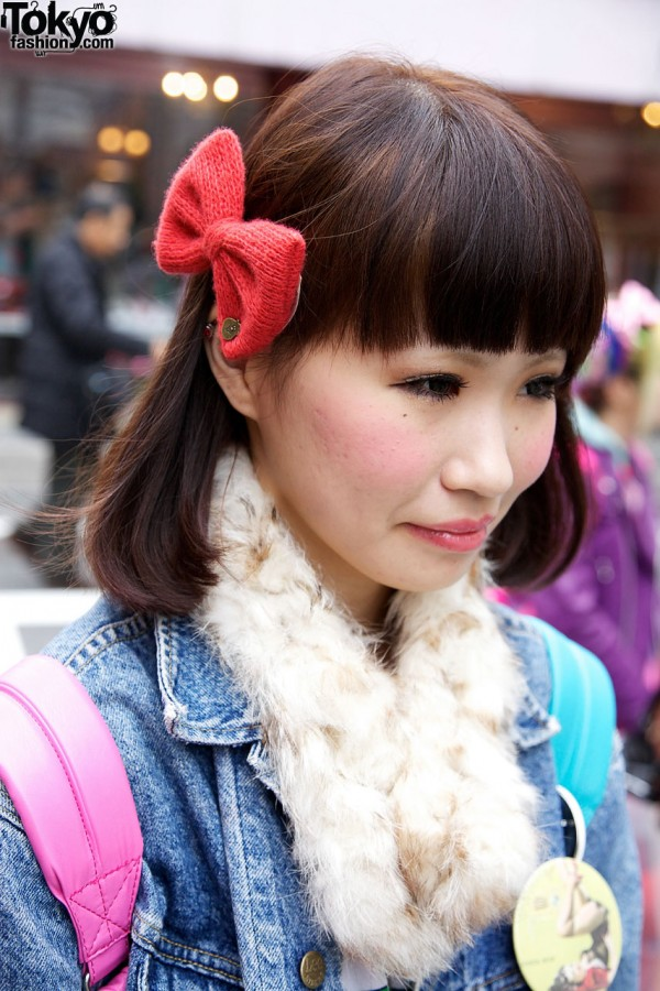 Red knit bow & fur neckpiece