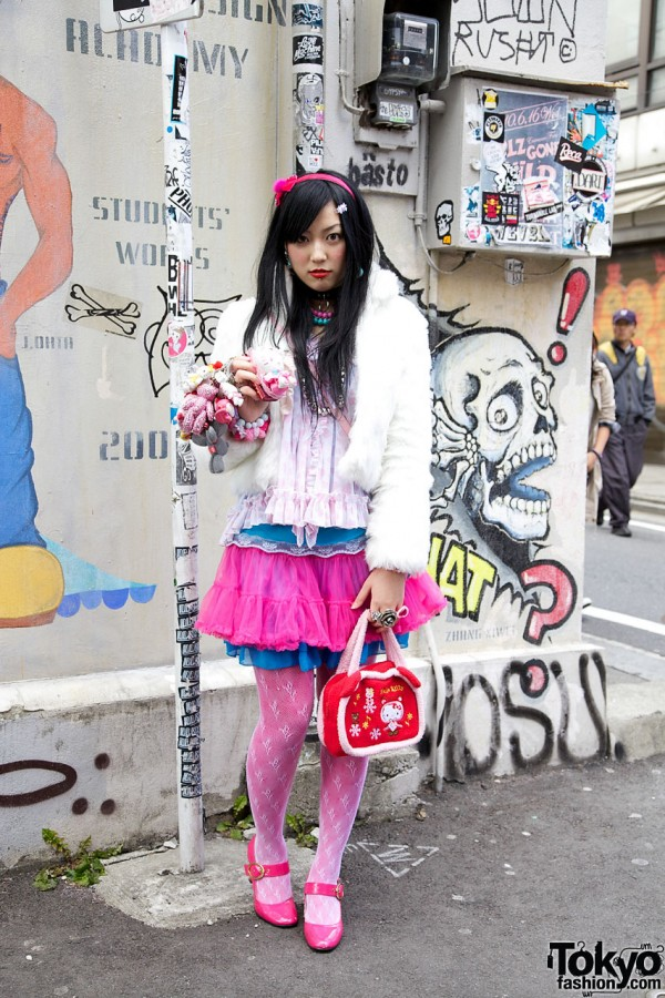 Harajuku Style Girl in Pink With Hello Kitty, Gloomy Bear & My Melody Plush Phone Charms