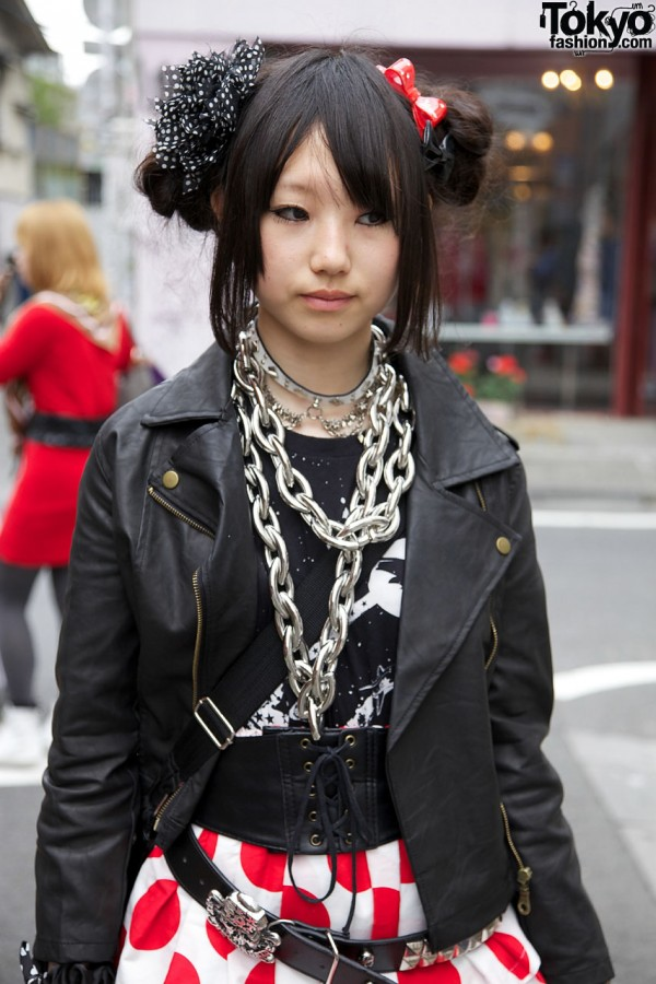 Uniqlo top with leather jacket & oversized chain