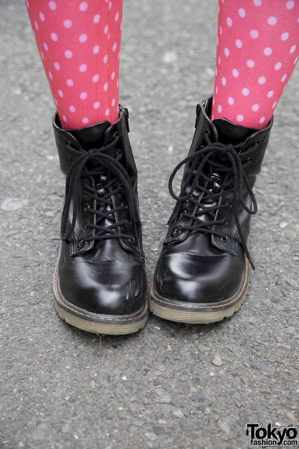 Pink dotted stockings & Comode boots