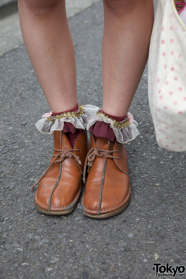 Leather shoes with ruffle cuffs