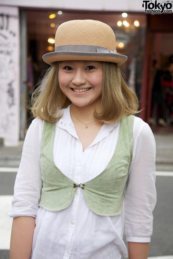 Sraw hat & velvet bolero vest