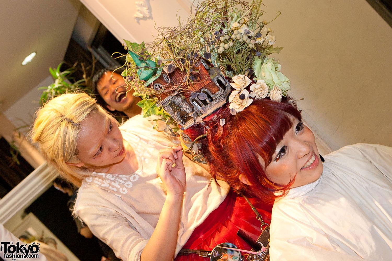 Haunted House in Hitomi Nomura's Hair
