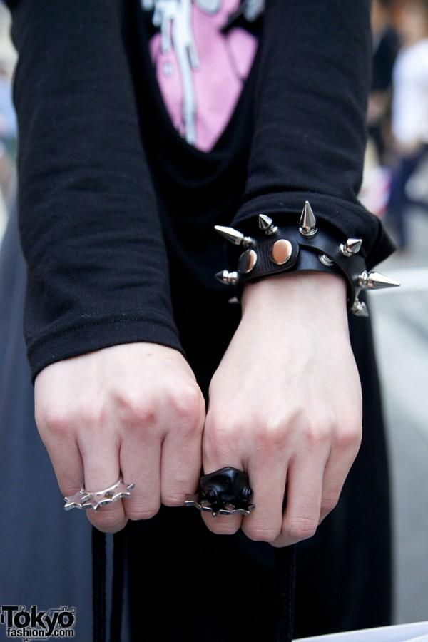 Spiked Monomania wristband & heavy metal rings