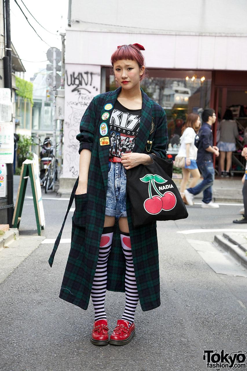 Japanese Girl w/ Red Short Bangs Hairstyle