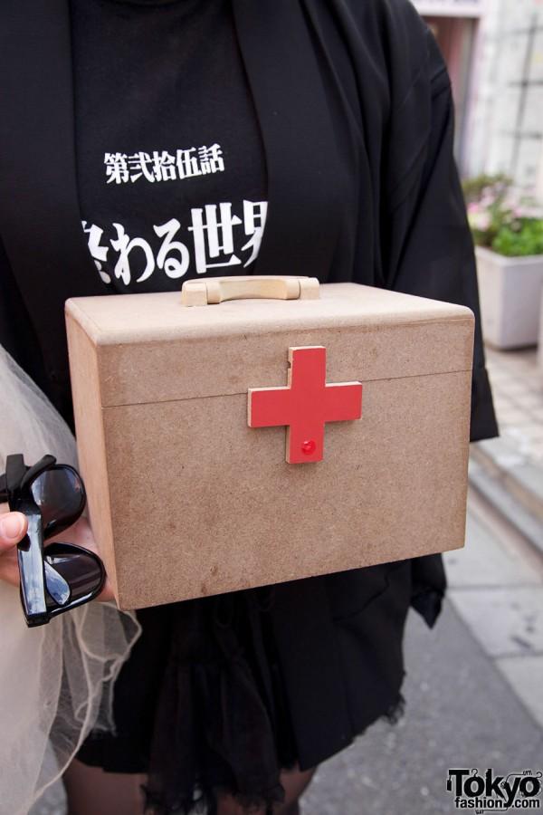 Red cross box