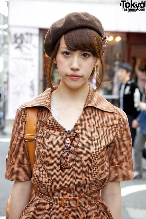 Brown beret & wispy hair in Harajuku
