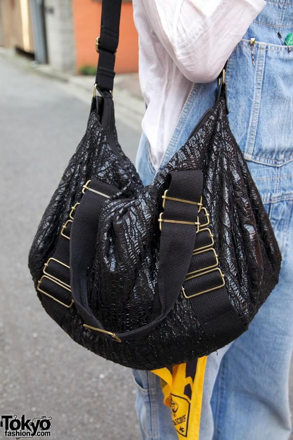 Shiny textured purse