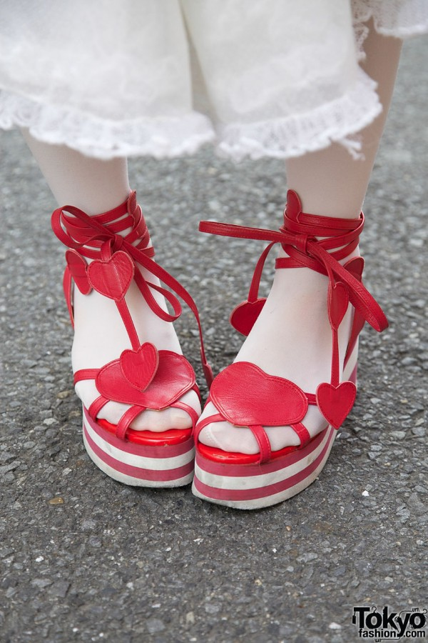 Red heart platforms from Milk