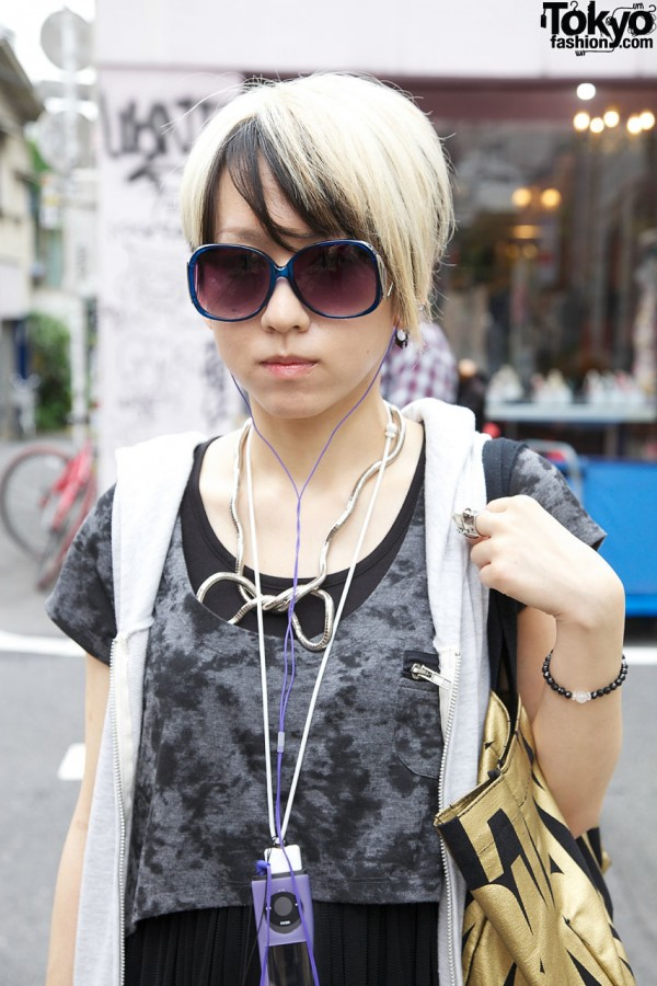 Large sunglasses & silver coil necklace