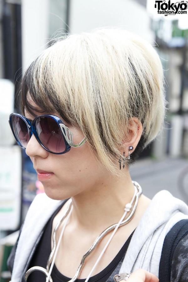 Two-tone hair & earrings in Harajuku