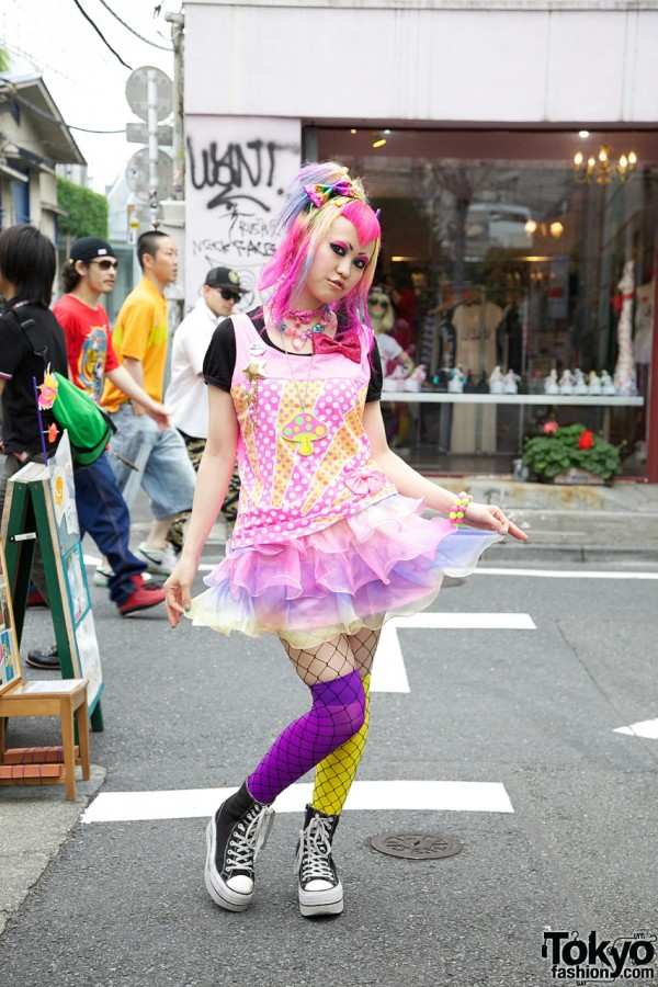6%DOKIDOKI Vani's Kawaii Pink Hairstyle & Candy-Colored Fashion