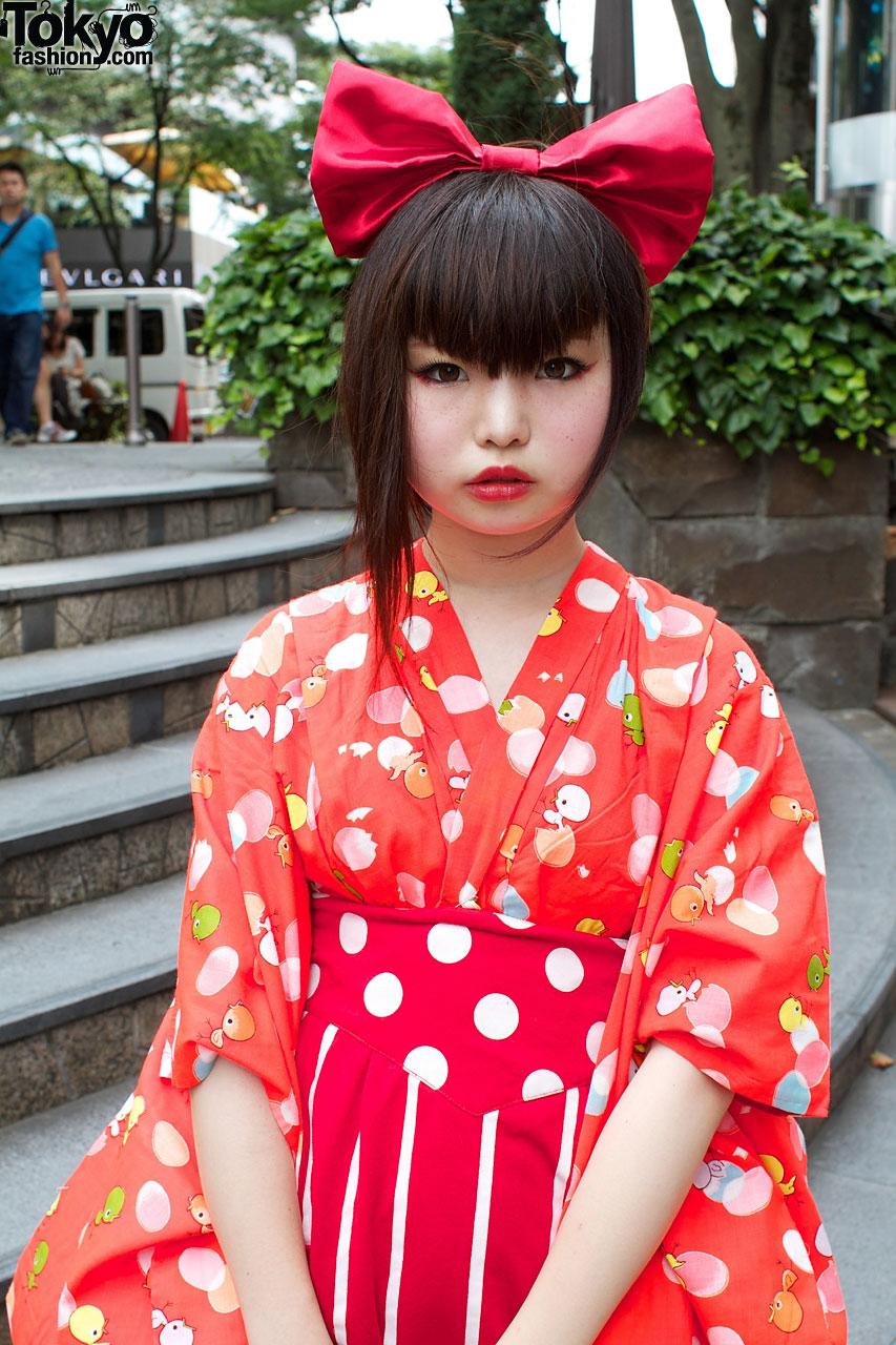 Harajuku Gal W Rainbow Eye Makeup Silver Hair In Anap: Harajuku-style Girls W/ Big Hair Bows, Bright Colors