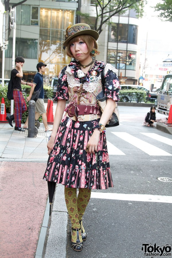 Grimoire Heri in Beautiful Dolly Kei Fashion w/ Corset & Crucifix