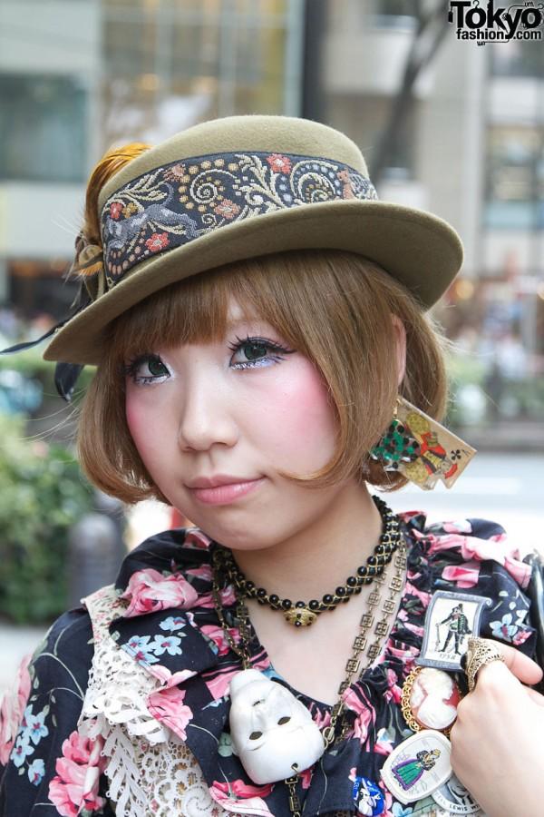 Vintage Hat & Cute Hair & Makeup