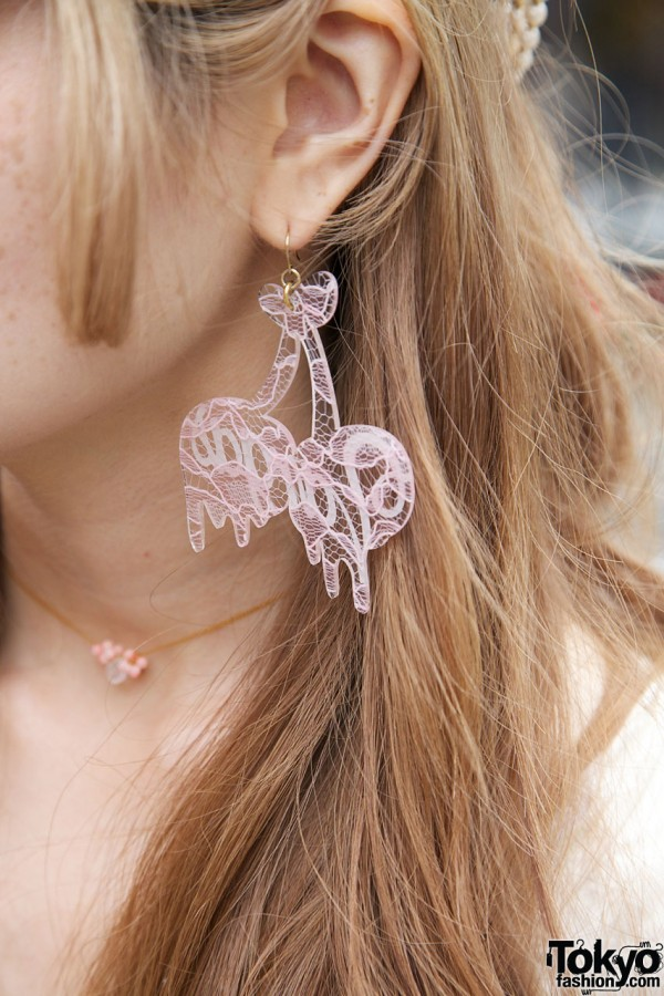 Lace earring & delicate necklace