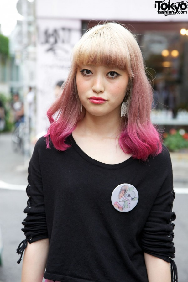 Red-tipped Hair & Fafi Pin in Harajuku