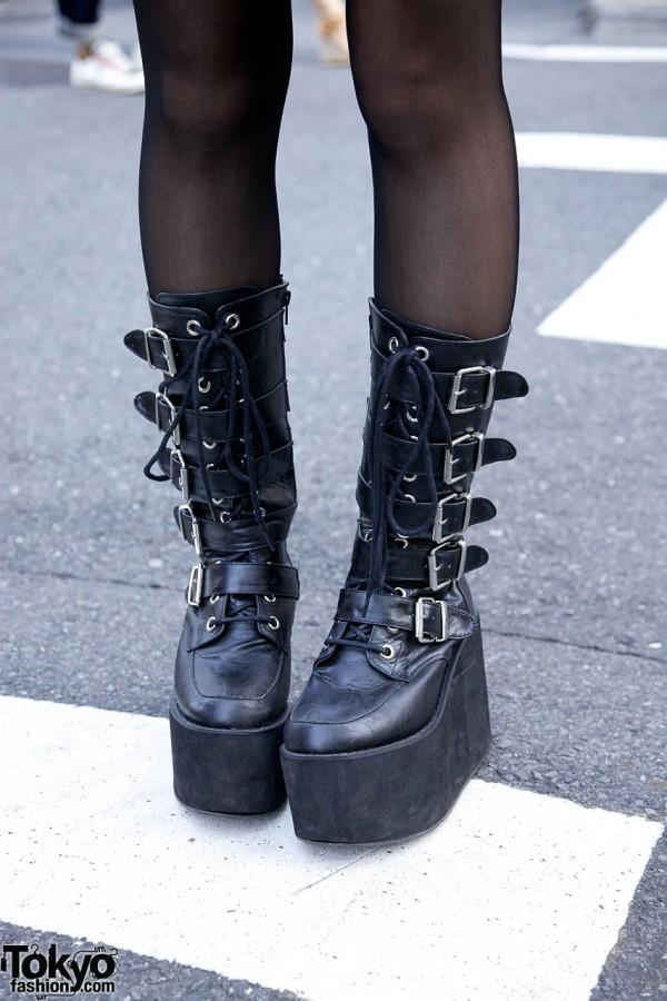 GladNews Platform Buckle Boots