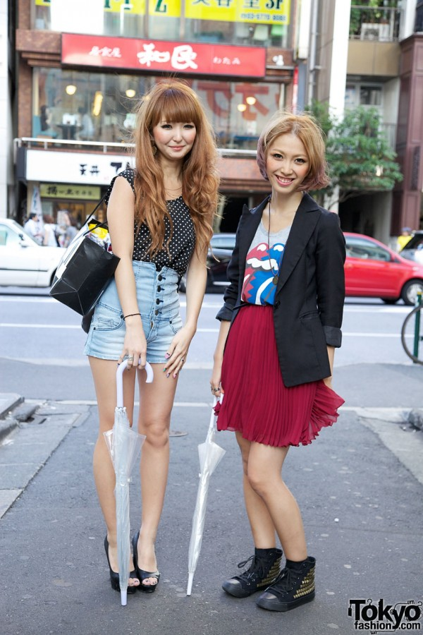 Girls in retro short shorts & t-shirt w/ Rock N Roll lips