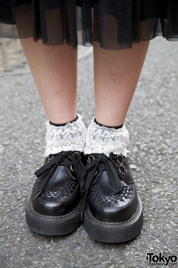 Body Line shoes & lace-trimmed socks