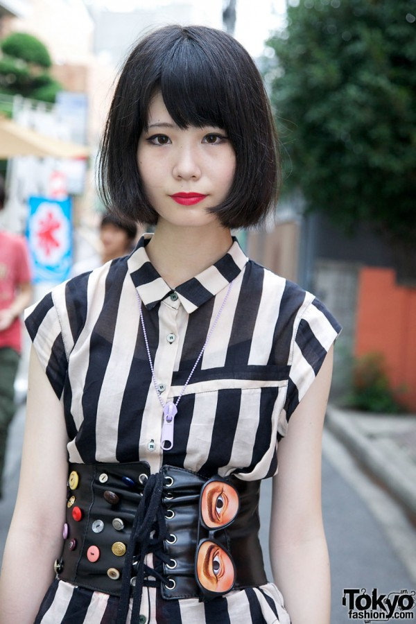 Black Bob Hairstyle & Red Lipstick