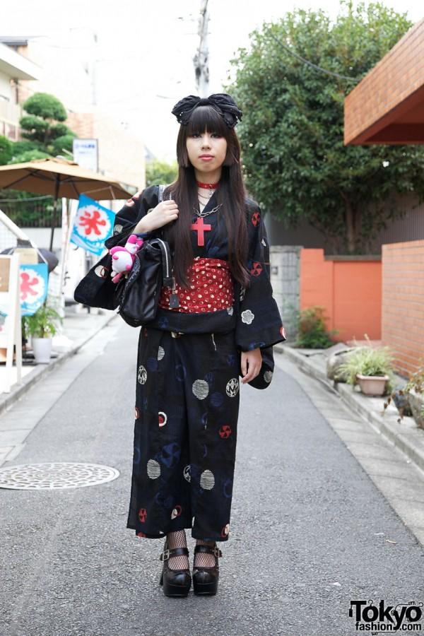 Harajuku Girl's Yukata, Strawberry Obi, Hair Bow & Gothic Accessories