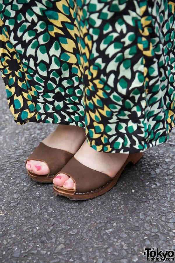Kimono & brown suede sandals