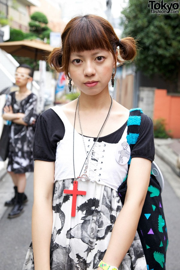 Red cross necklace & lace-up vest