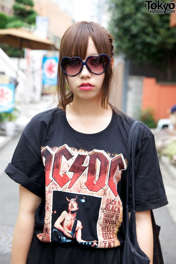 Heart sunglasses & heavy metal top from Julio