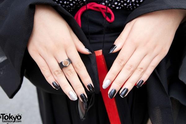 Black & silver nail polish w/ black ring