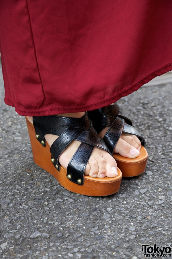 Wooden platform sandals from Dholic
