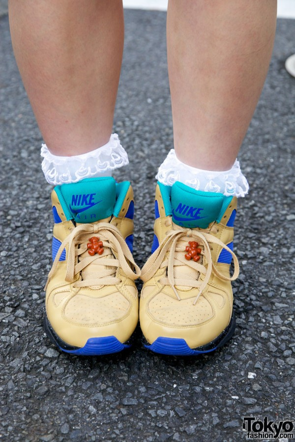 Ruffled socks & Nike Air Escape sneakers