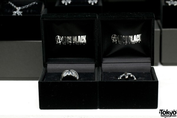Alice Black Jewelry 2012 SS (17)