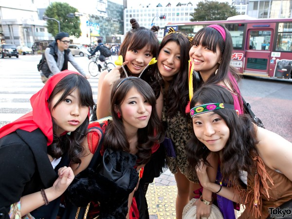 Fun Japanese Girls in Halloween Costumes