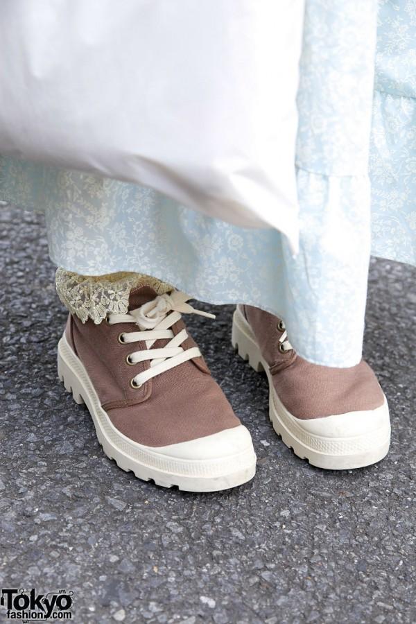 Van sneakes, lacy socks & maxi skirt