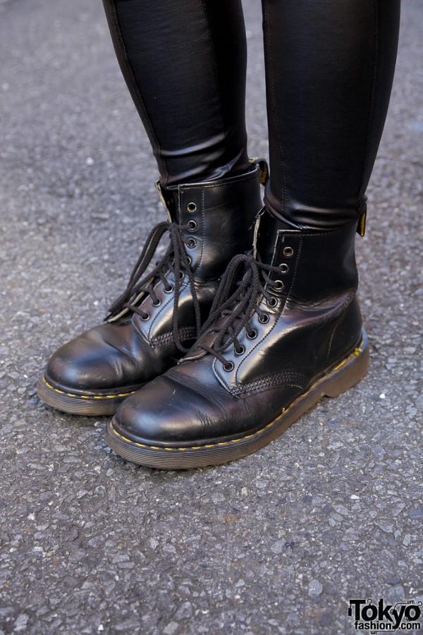 Dr. Martens boots & spandex leggings
