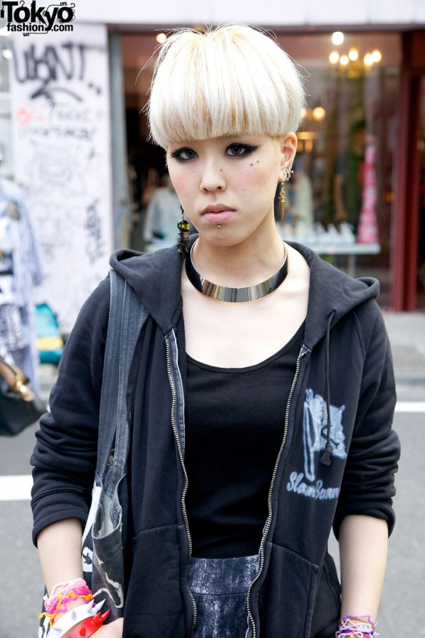 Collar Necklace & Blonde Hair in Harajuku