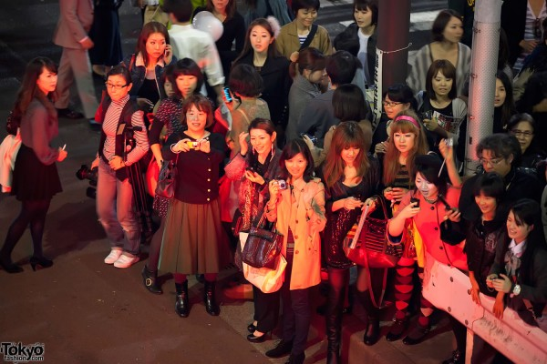 Anna Wintour Fans at Fashion's Night Out Tokyo