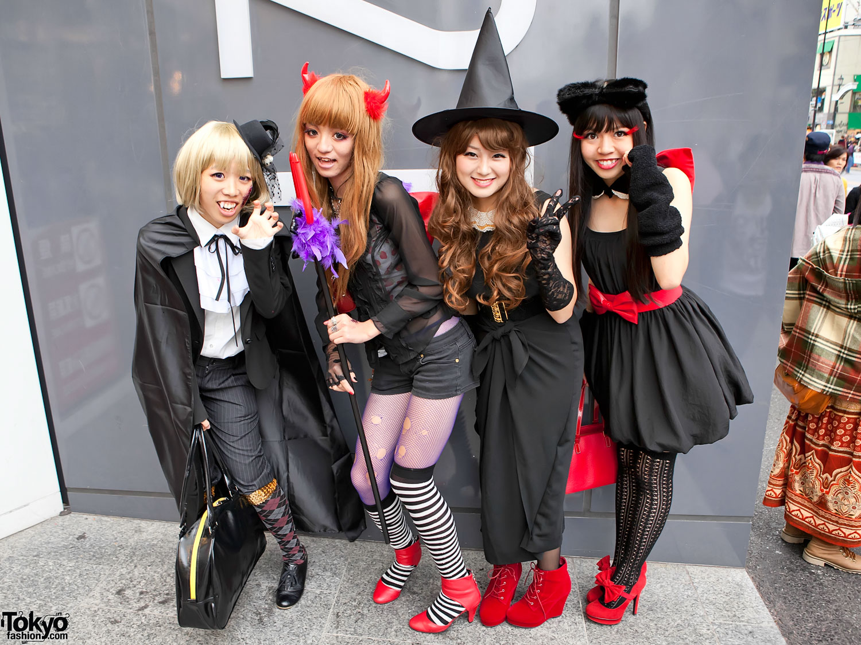Fun Japanese Girls in Halloween Costumes