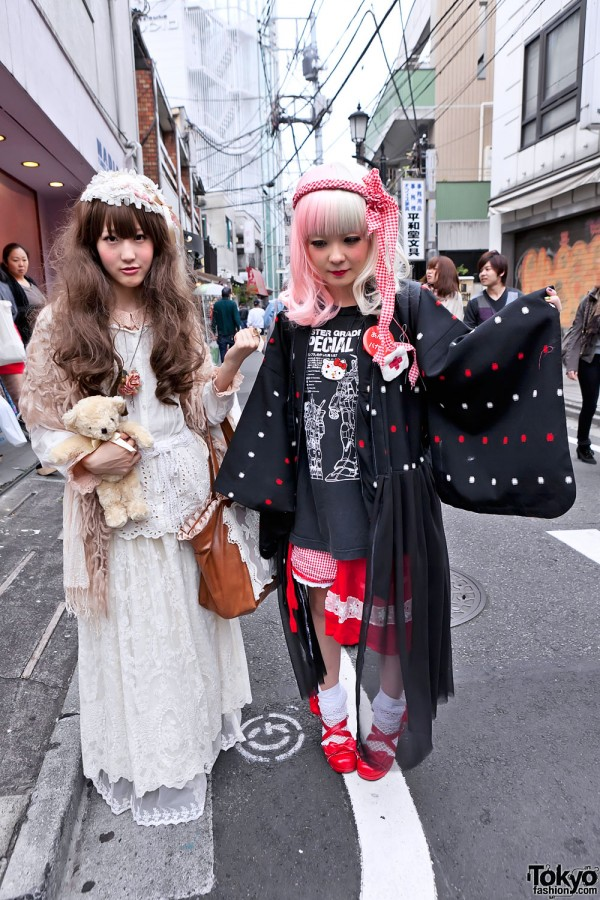Stylish Harajuku Girls w/ Pink Hair, Teddy Bear & Halloween Nail Art