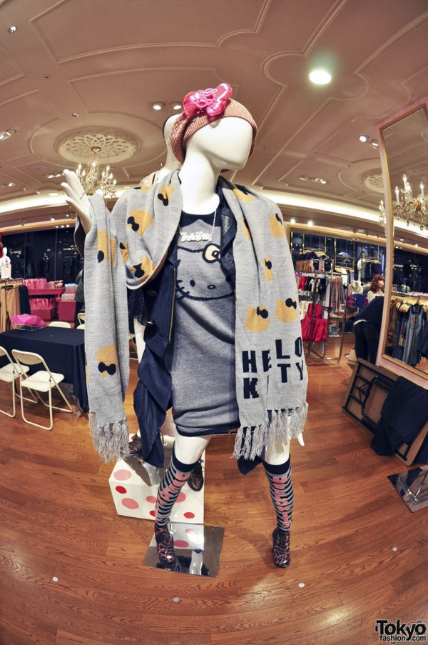 Hello Kitty x Forever 21 Shibuya (3)