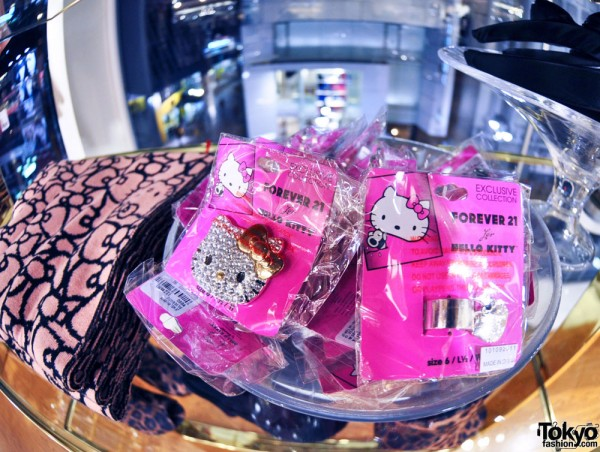 Hello Kitty x Forever 21 Shibuya (17)